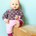 Puppenkleidung nähen: Anleitung für eine Puppenhose und ein Puppenshirt