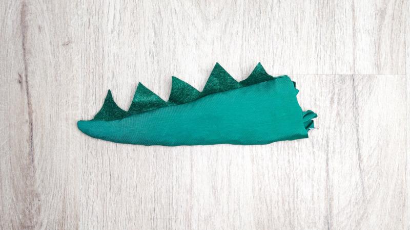 dinokostuem-naehen-dinoschwanz-zacken